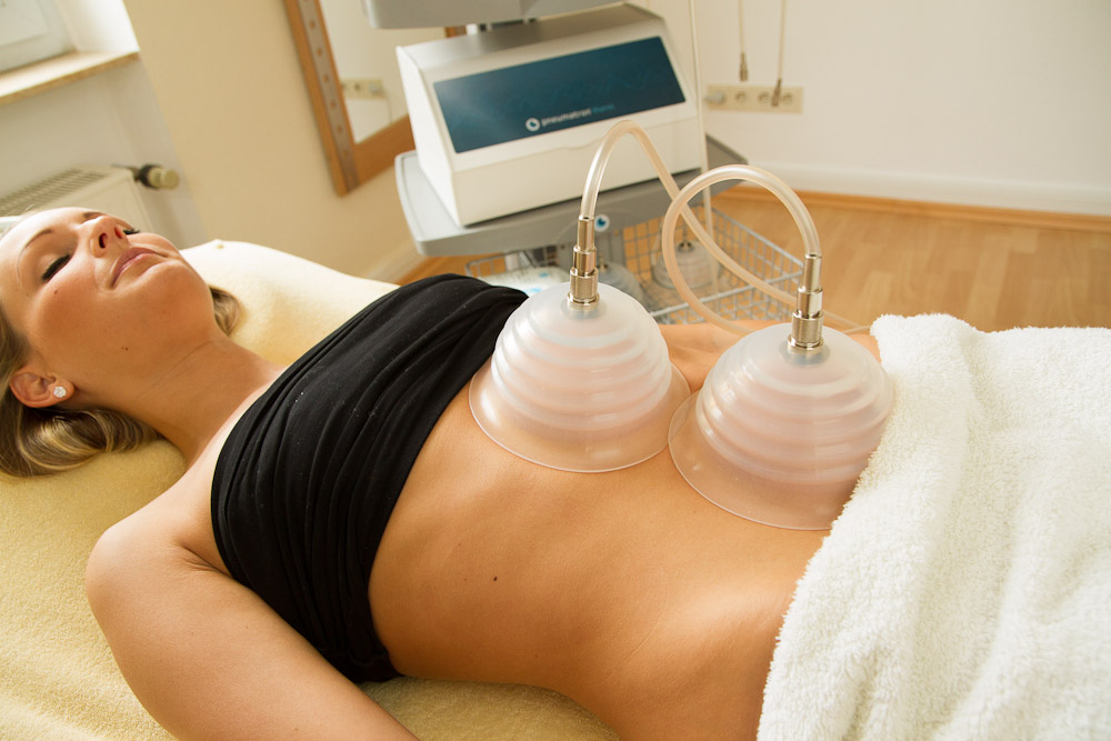 Lymphdrainage mit Silikonglocken am Bauch