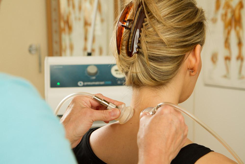 Lymphdrainage mit Silikonglocken im Nacken